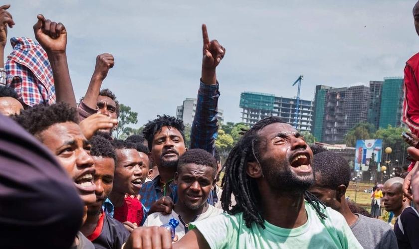Etíopes evangélicos são pressionados pelas autoridades a deixarem sua cidade. (Foto: Maheder Haileselassie Tadese/AFP/Getty)