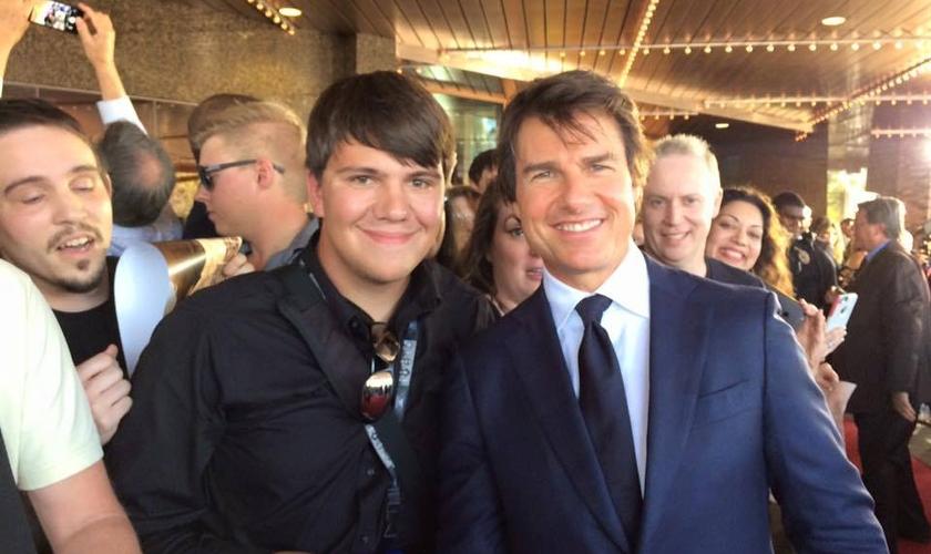 Dylan Novak (esquerda) tem buscado falar de Jesus a celebridades em todo o território dos EUA. (Foto: Arquivo pessoal)