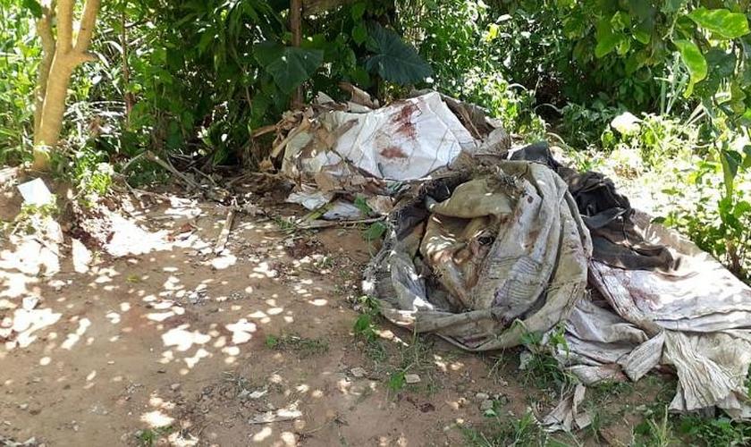 Um motorista conseguiu escapar e outros quatro foram mortos em uma emboscada na periferia de Salvador. (Foto: Bruno Wendel/Correio)