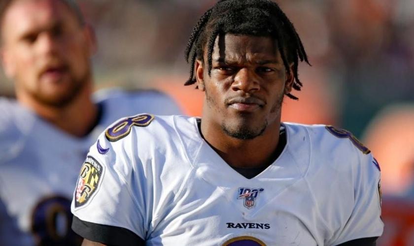 Lamar Jackson está batendo muitos recordes neste ano pelo Baltimore Ravens. (Foto: Fox News)