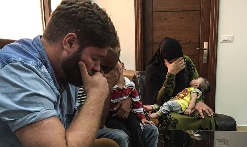 Imagem ilustrativa. Família em oração. (Foto: Reprodução/Believers)