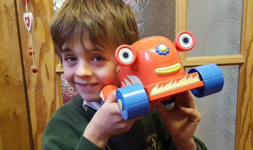 Samuel Barker morreu aos 7 anos após ser atingido por um veículo na saída da escola. (Foto: Arquivo pessoal)