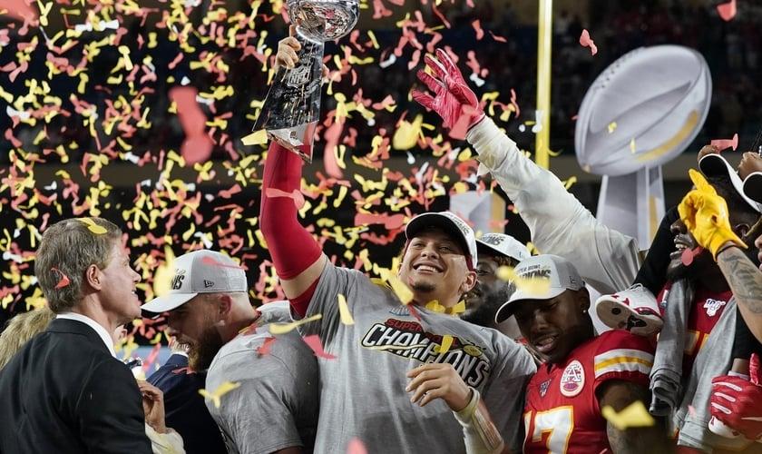 Patrick Mahomes se tornou o primeiro quarterback nomeado MVP. (Foto: Reuters/Mike Blake)