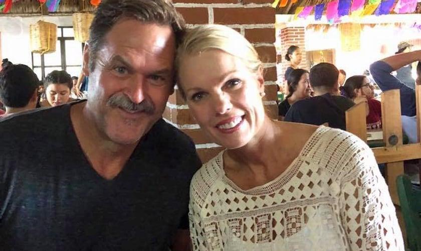 Lisa e Matt Hartman experimentaram o milagre da cura. (Foto: Reprodução/God Reports)