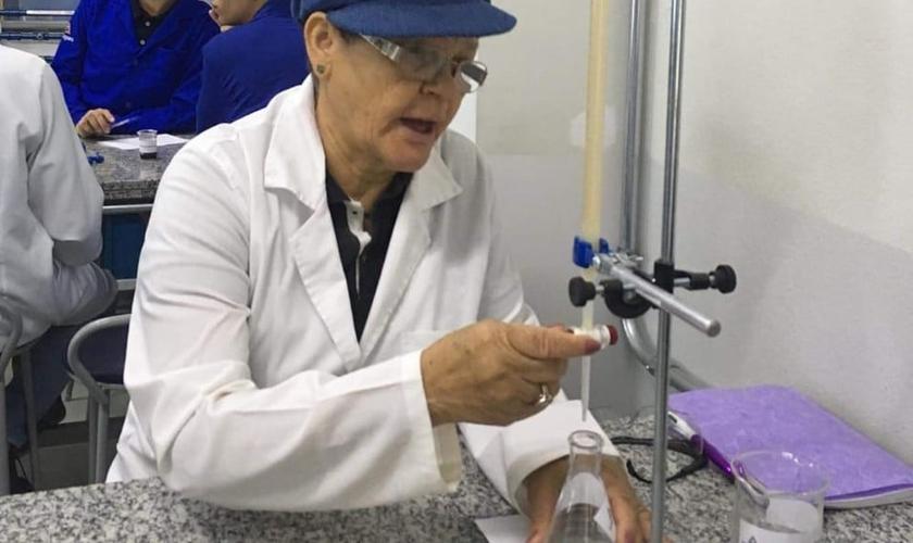 Allice Serafim, 73 anos, é aluna do curso de Engenharia de Produção. (Foto: Arquivo Pessoal)