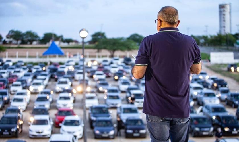 Igreja Verbo da Vida em Campina Grande promoveu culto drive-in. (Foto: Igreja Verbo da Vida)