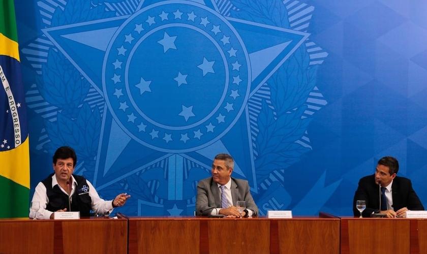 Ministro Luiz henrique Mandetta e equipe do Ministério da Saúde em coletiva de atualização sobre a Covid-19. (Foto: Marcelo Casal Jr/Agência Brasil)
