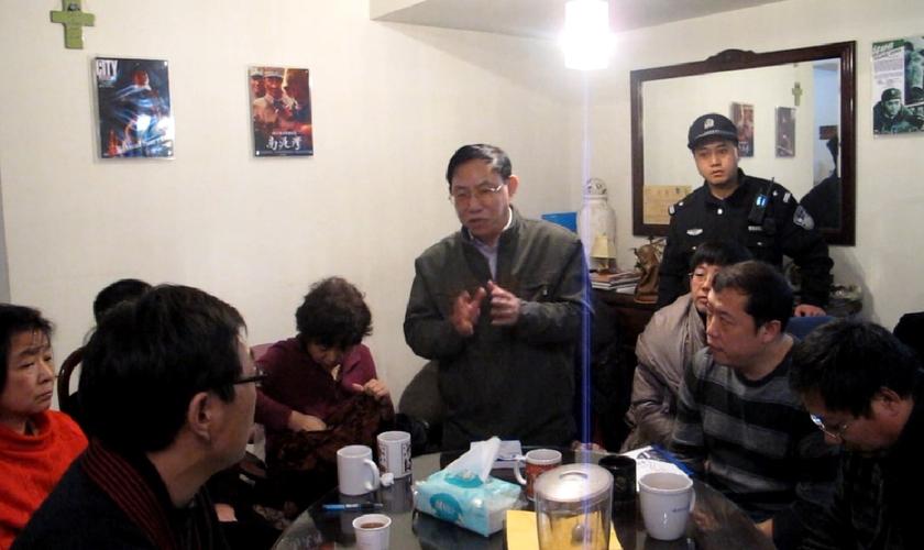 Chineses são assediados dentro de casa. (Foto ilustrativa: Reprodução/RFA)