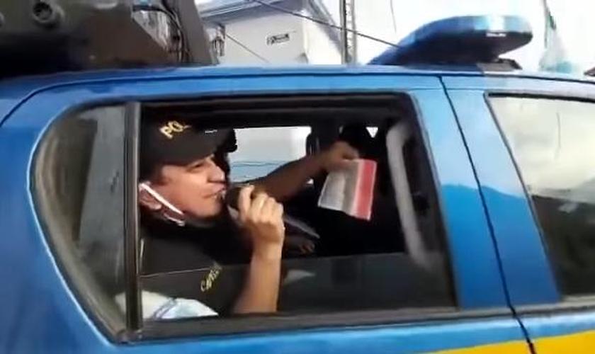 Policiais proclamam Jesus em suas viaturas nas ruas da Guatemala. (Foto: Reprodução)