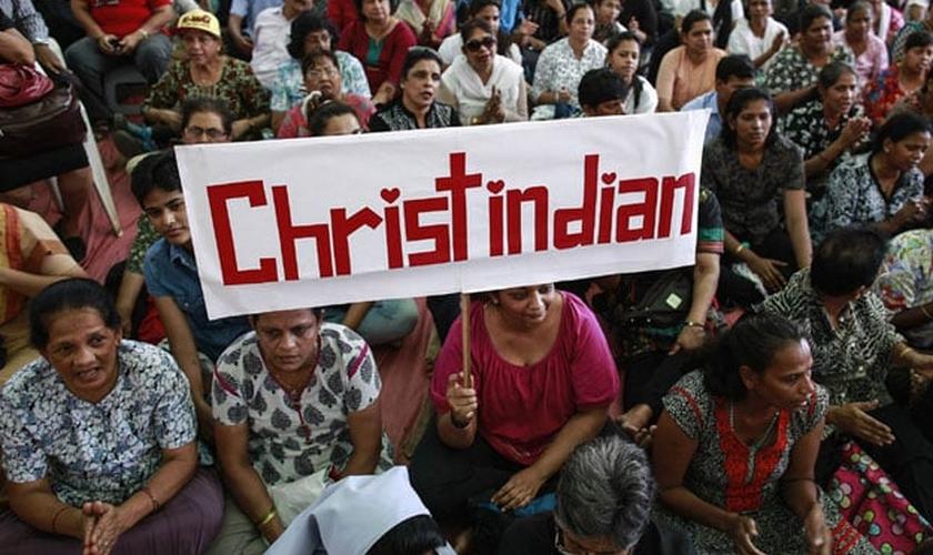 Cristãos protestam na Índia. (Foto: Reprodução/ The Express Tribune)
