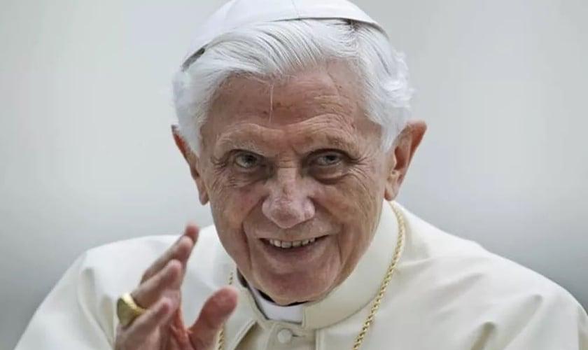 Papa emérito Bento XVI, quando ainda estava no Vaticano. (Foto: Reprodução/AP)