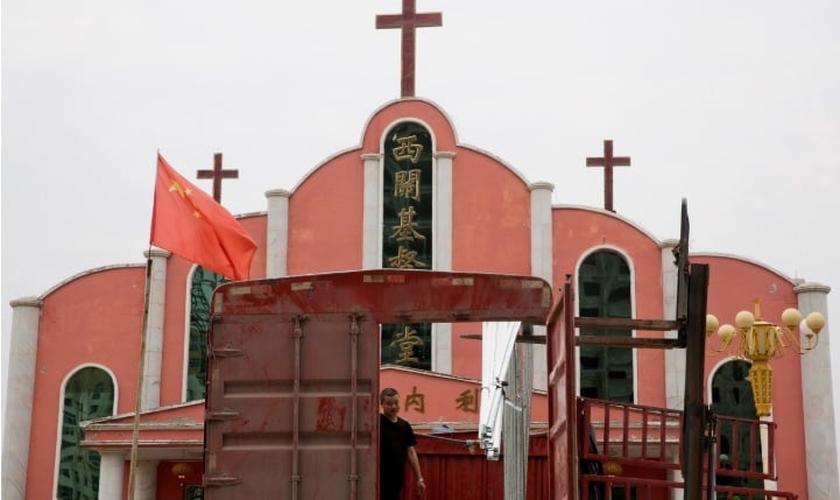 Igrejas têm sido fechadas na China, para serem transformadas em 'centros culturais'. (Foto:  Associated Press)