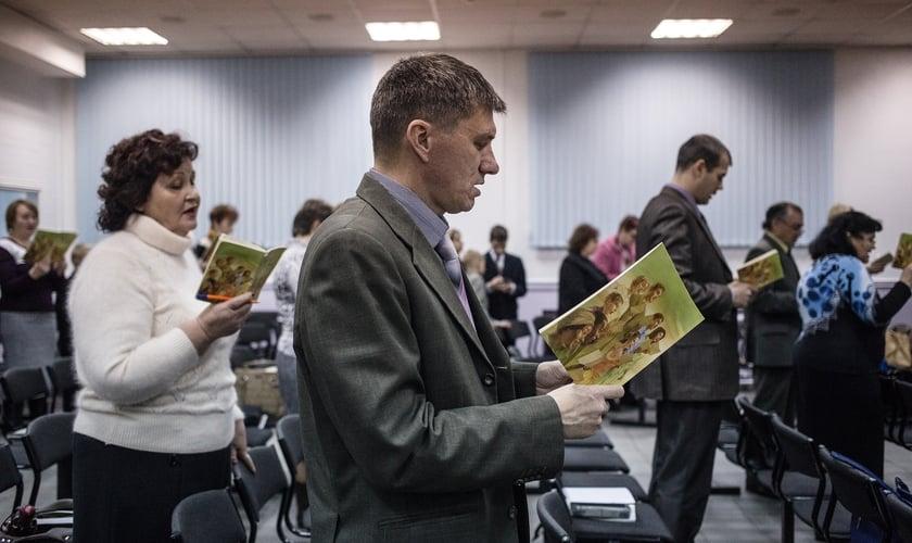 Testemunhas de Jeová durante reunião na cidade de Rostov do Don, na Rússia. (Foto: Alexander Aksakov/Washington Post via Getty Images)
