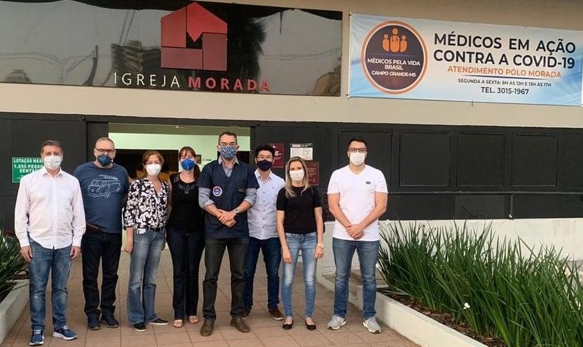 """Voluntários do projeto """"Médicos pela Vida Brasil"""", da Igreja Morada (MS). (Foto: Reprodução / A Crítica)"""