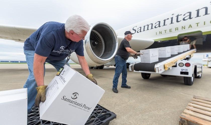 Avião da Samaritan's Purse foi enviado com 26 toneladas de suprimentos e 15 membros de uma equipe de reposta a situações de crise. (Foto: Facebook)