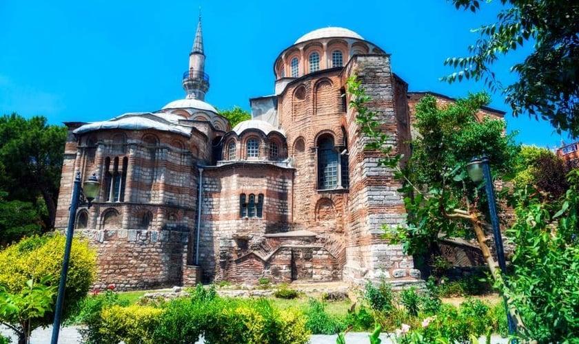 Igreja Ortodoxa de São Salvador tem importância histórica para a Turquia e terá suas pinturas cristãs e afrescos encobertos para se transformar em Mesquita. (Foto: kathimerini)