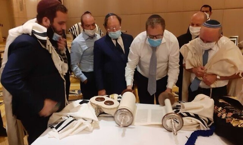 Judeus se reuniram para orar pela paz em Abu Dhabi, nos Emirados Árabes Unidos. (Foto: Raphael Ahren/Times of Israel)