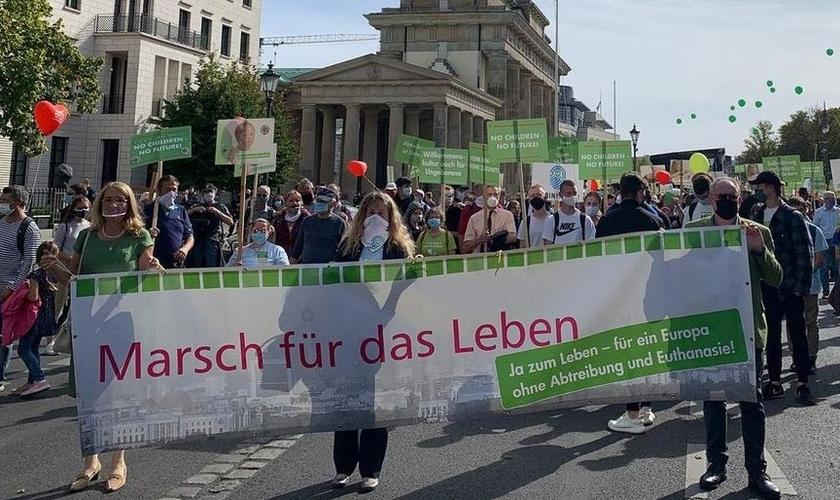 Pessoas se uniram para marchar pela vida em Berlim. (Foto: Reprodução / Facebook)