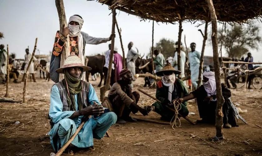 Nômades Fulani invadem aldeias cristãs. (Foto: Reprodução / Getty)