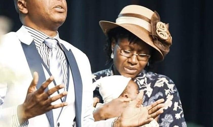 Joseph e esposa durante a Conferência Mundial do Reino, Poder e Glória 2018, na DIGC. (Foto: Reprodução / Facebook).