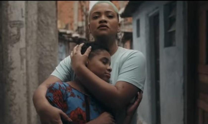 """Preto no Branco está lançando o clipe """"Eu Sou a Voz"""". (Imagem: YouTube / Reprodução)"""