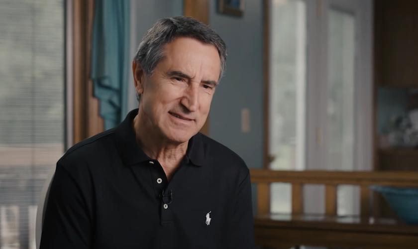 Gregory foi diagnosticado com câncer aos 68 anos, mas foi curado ao crer na Palavra de Deus. (Foto: 700 Club Interactive)
