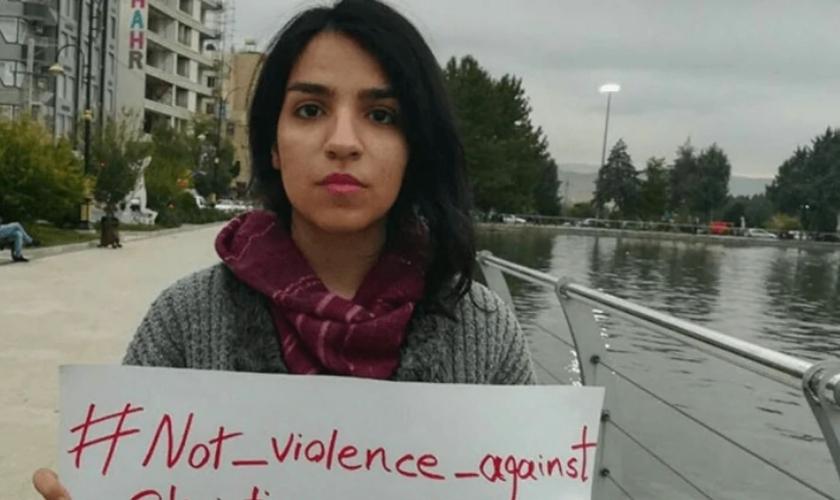 Ativistas cristãos iranianos pedem o fim da pressão contra os seguidores de Jesus. (Foto: Article18)