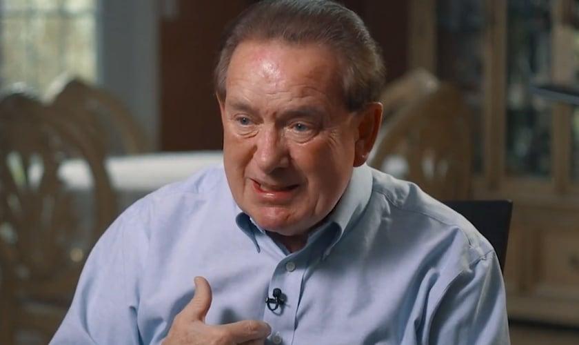 Jim Woodford contando sobre sua experiência sobrenatural ao CBN News. (Foto: Reprodução/Vídeo)