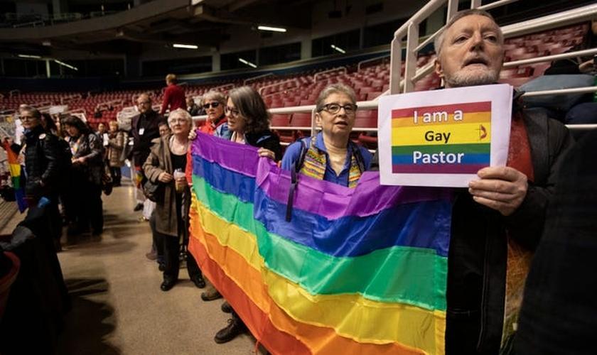 Igreja Metodista da Inglaterra aprovou o casamento homoafetivo em votação na conferência metodista. (Foto: Sid Hastings/AP).