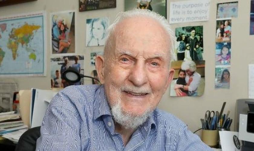 O cineasta Larry Jaffee. (Foto: Gainsville Sun).