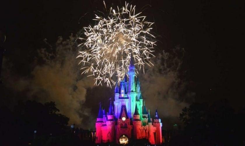 Show de fogos de artifício no Magic Kingdom, Disney World. (Foto: Jaime Creixems/ Unsplash)