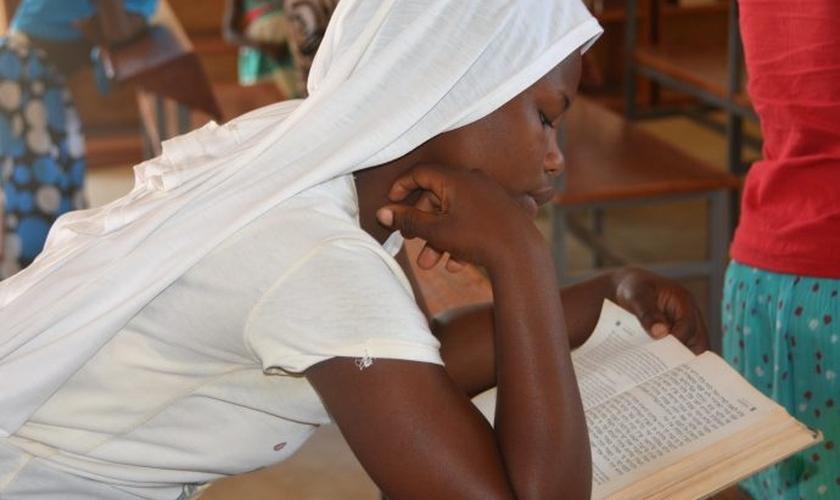 Namuwaya, uma ex-professora islâmica, recebeu Jesus em fevereiro deste ano.    (Foto: Tonny Onyulo/CNS).