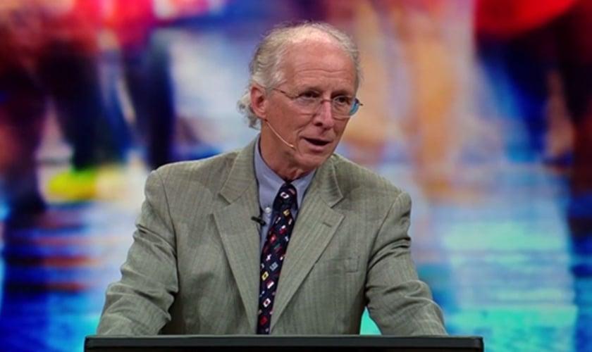 Pastor John Piper faz reflexão bíblica para mostrar que os anjos atuam em nosso meio, até os dias de hoje. (Foto: Desiring God)