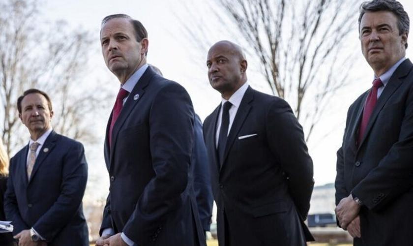 Da esquerda para a direita: Procurador-geral da Louisiana Jeff Landry, Procurador-geral da Carolina do Sul Alan Wilson, Procurador-geral Curtis Hill de Indiana e Procurador-geral do Alabama Steve Marshall, no Capitólio dos Estados Unidos, Washington, em 2