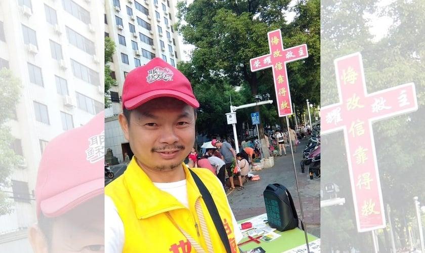 """Chen Wensheng já foi presos várias vezes por """"evangelismo ilegal"""" nas ruas da China. (Foto: China Aidi)."""