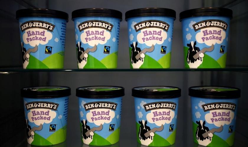 Potes de sorvete Ben & Jerry's, marca da Unilever, em sua loja em Londres. (Foto: Reuters/Hannah McKay)