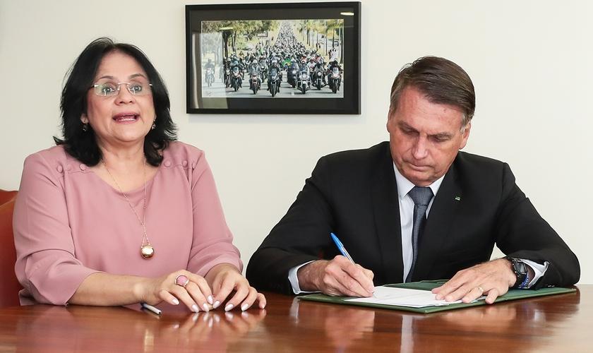 Assinatura do projeto de lei que cria o Dia Nacional do Nascituro. (Foto: Isac Nóbrega/PR).