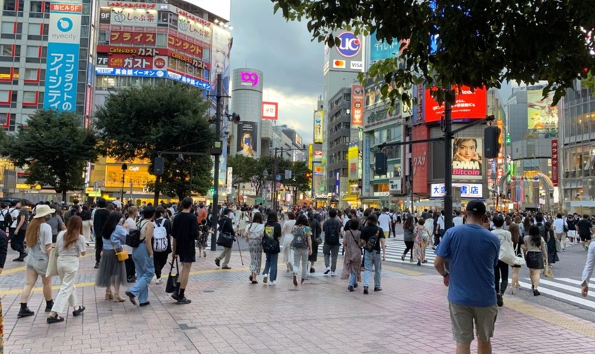 A equipe de missionários utilizaram a cultura pop japonesa como estratégia de evangelismo no Cruzamento Shibuya, um dos mais movimentados do mundo. Foto: (IBM).