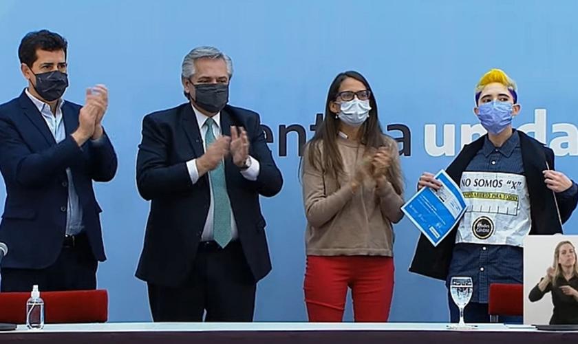 """""""O estado não deve se preocupar com o gênero de seus cidadãos"""", disse o presidente da Argentina, Alberto Fernandez. (Foto: Reprodução/Divulgação)"""