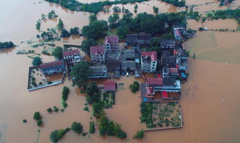 Uma ordem foi emitida em Xinxiang, proibindo os cristãos de oferecer apoio espiritual às vítimas das inundações. (Foto: Stringer/Reuters).