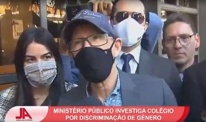 Pastor Jorge Linhares em frente ao Ministério Público de Minas Gerais. (Foto: Reprodução/Vídeo/SBT)