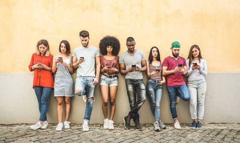 A maioria dos jovens está desengajada com a Bíblia. (Foto: iStock)