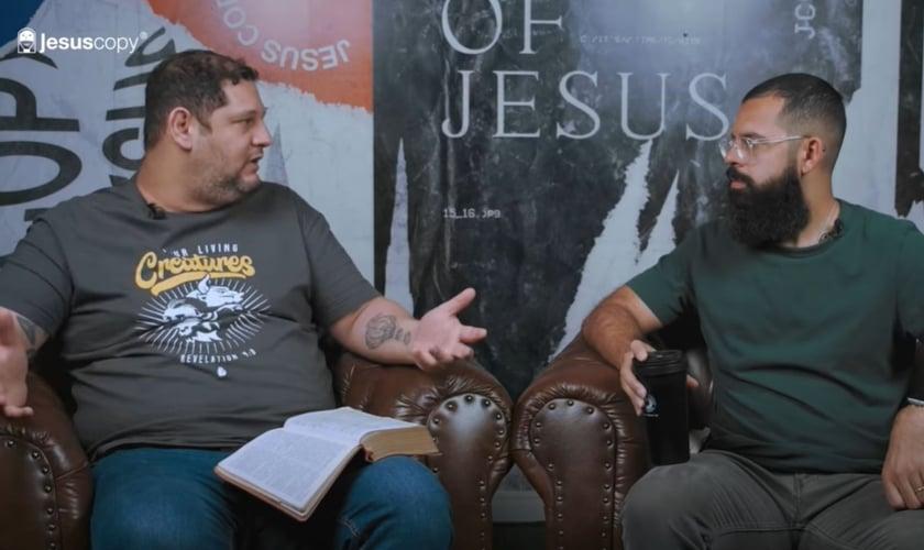 Fábio Coelho, líder do movimento Vozes e Trovões e Douglas Gonçalves, líder do movimento JesusCopy. (Foto: YouTube/JesusCopy)