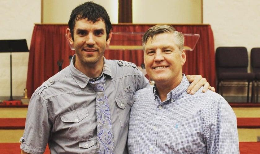 Micah Wilder e o pastor batista Alan Benson. (Foto: Instagram/Micah Wilder)