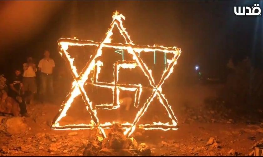 A manifestação com o símbolo nazista foi gravada em vídeo e amplamente divulgada. (Foto: Abduallah Bahsh/Quds News Network).