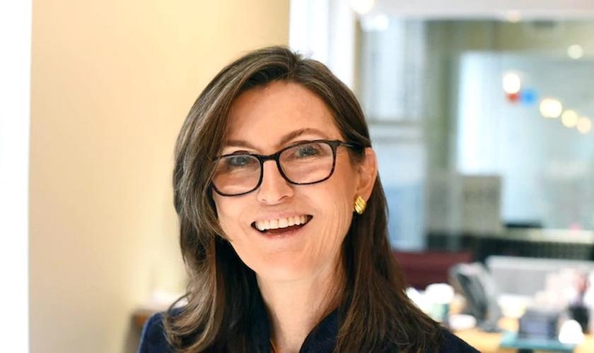 A economista Catherine Wood. (Foto: Reprodução / Insider)