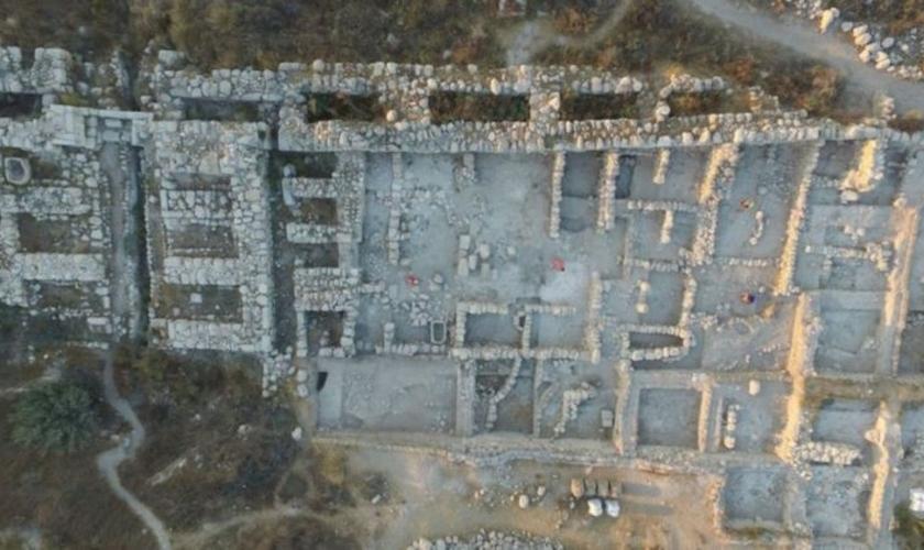 Vista aérea do edifício palaciano encontrado na antiga Gezer. (Foto: Projeto de Escavação Tel Gezer/Steven M. Ortiz)