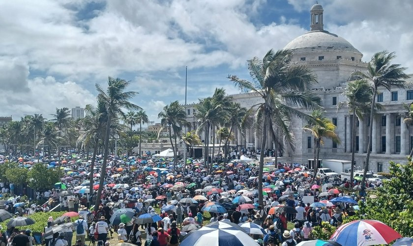 Marcha foi até palácio do governo, na capital San Juan. (Foto: Reprodução / Twitter)