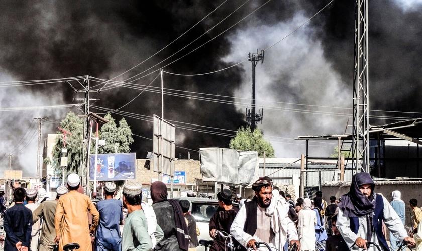 Momento em que o Talibã assume o controle, em agosto de 2021. (Foto: Sidiqullah Khan/AP)