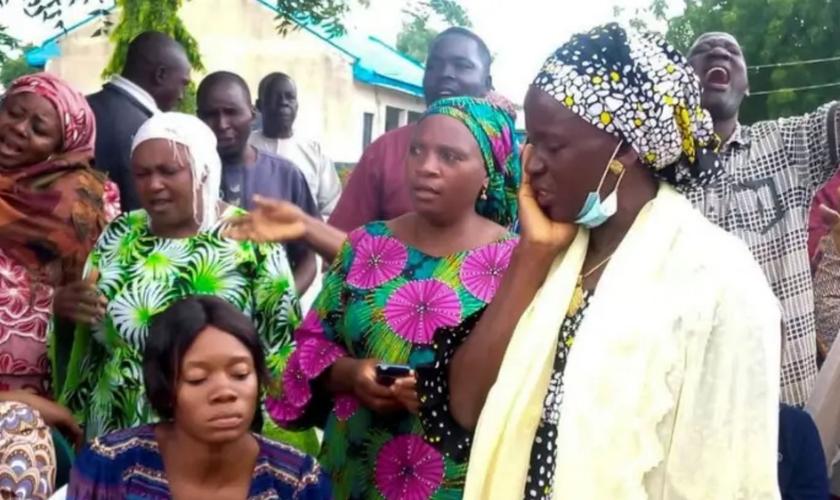 Os pais estão na expectativa da libertação dos outros 65 alunos que permanecem em cativeiro. (Foto: Reuters)